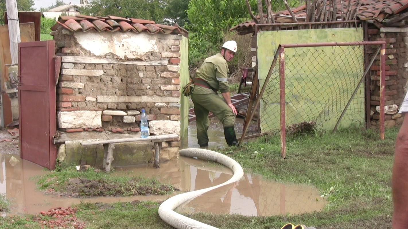 Нормализира се обстановката в царевското село Кости. Река Велека се