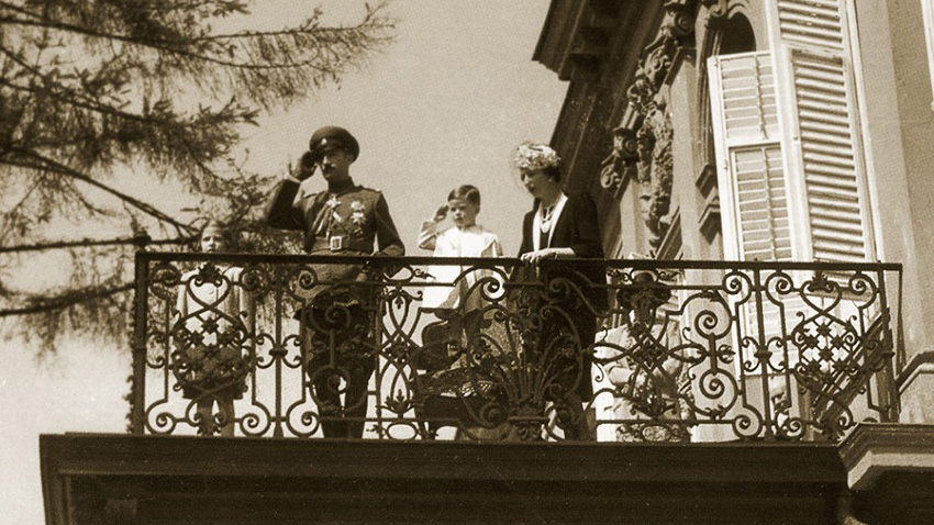 Царското семейство – цар Борис III, царица Йоана, княз Симеон и княгиня Мария-Луиза