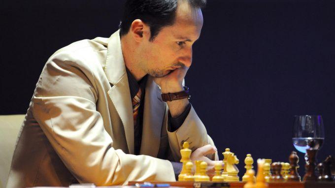 Веселин Топалов е едноличен лидер след първите четири кръга на