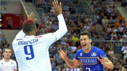 Нгапет и Гребеников се радват след класирането си за полуфиналите