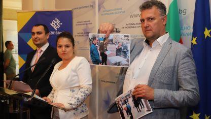Валентин Николов показа снимки, които доказват, че подписката е събирана и в градове, обслужвани от други енергодружества