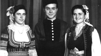 Димитрина Делчева, Груйчо Дочев и Комня Стоянова, едни от първите солисти на Държавния ансамбъл за народни песни и танци, 1953 г.
