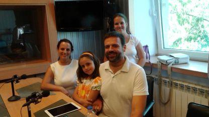 Ваня, Ина, Ясен и Юлия Николови (отляво надясно)