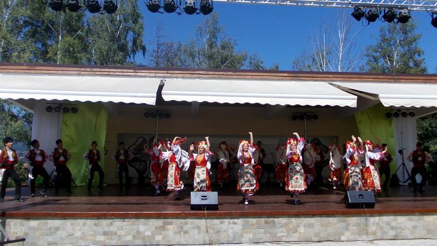 Победители фестиваля – Представительный фольклорный ансамбль г. Мездра