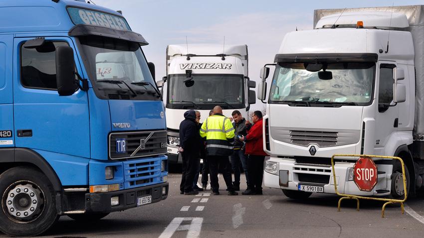 На всеки 3 седмици около 3000 български камиона ще отпадат
