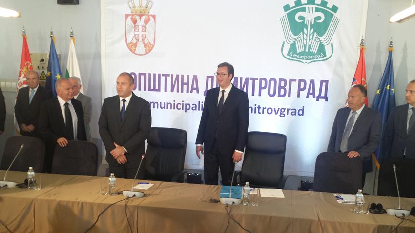 Президентите на България и Сърбия Румен Радев и Александър Вучич пристигнаха за среща с българската общност в Димитровград.