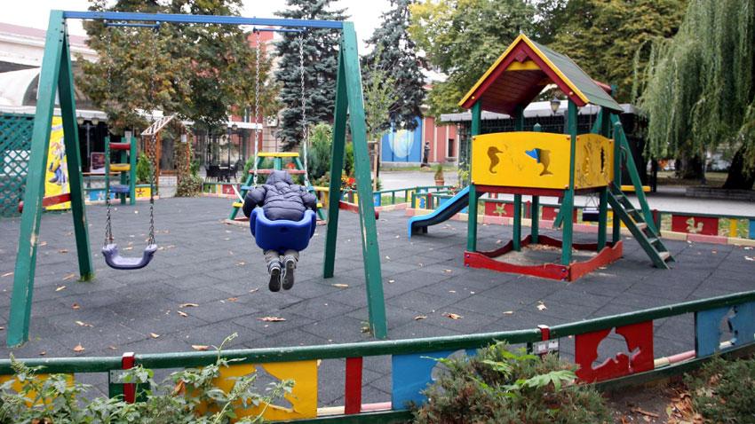 Къщичките по детски площадки май не са модел за децата