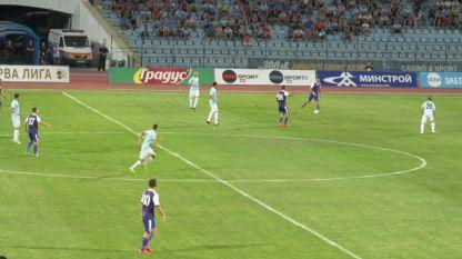 Феновете на Дунав искат да подкрепят отбора във важния мач.