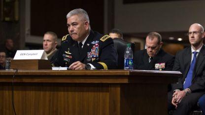 Джон Кембъл по време на изслушването в Сенатската комисия по въоръжените сили