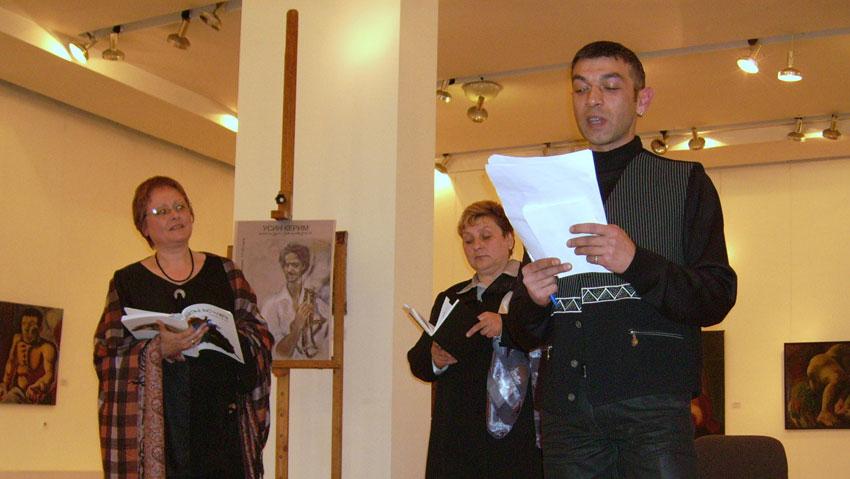 "Момент от четене на поезия на конкурса ""Усин Керим"", организиран от вестник ""Дром дромендар""."