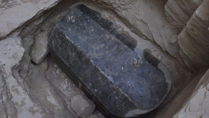 Откритият саркофаг в Александрия.