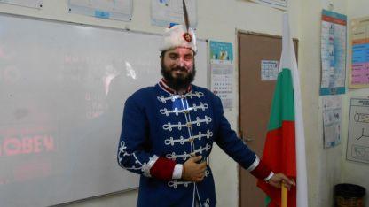 Режисьорът Искрен Красимиров при посещението си при учениците в Белоградчик