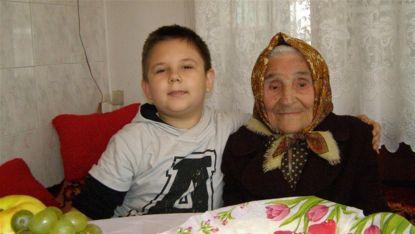 Баба Лозка с праправнук си Виктор