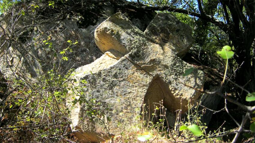 """Светилище-оброк """"Кръстати камен"""", южно от Кюстендил (Западна България)"""