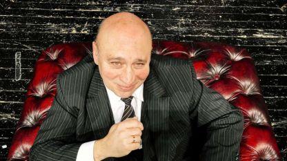 Кръстю Лафазанов в ролята на Премиера