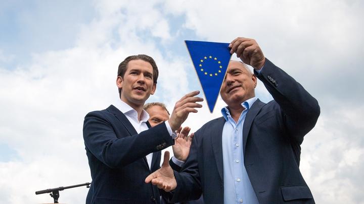 Австрийският канцлер Себастиан Курц и българският премиер Бойко Борисов по време на церемонията по предаване на щафетата на европредседателството
