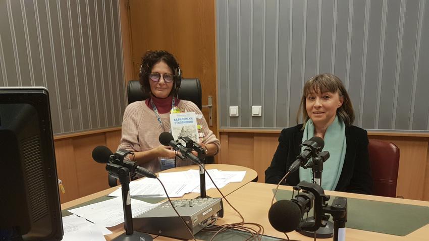 "Михайлина Павлова и проф. Ирена Кръстева (вдясно) в студиото на програма ""Христо Ботев""."