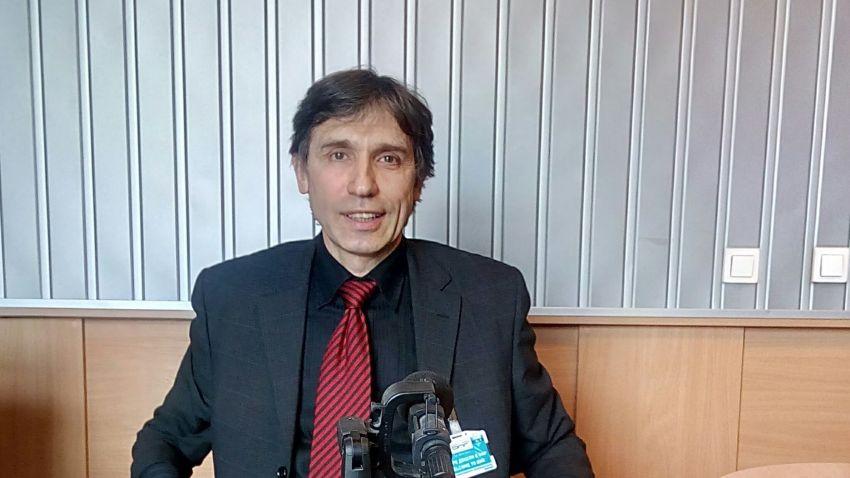 Доц. д-р Антон Тачев в студиото на