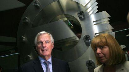 Главният преговарящ на ЕС за Брекзит Мишел Барние и кметът на София Йорданка Фандъкова в метростанция
