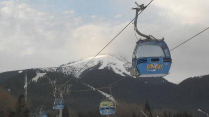 Заради продължаващата липса на втори кабинков лифт в Банско очакват опашки и негодуващи туристи.