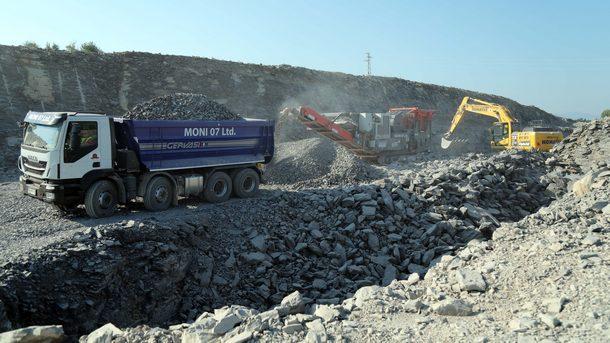 Символичната първа копка за изграждането на автомагистрала