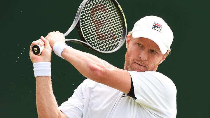 Бившият номер 20 в световната ранглиста на тенисистите Дмитри Турсунов