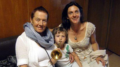 Ангелина Комарова (вляво), Влада Томова и малкият Саша