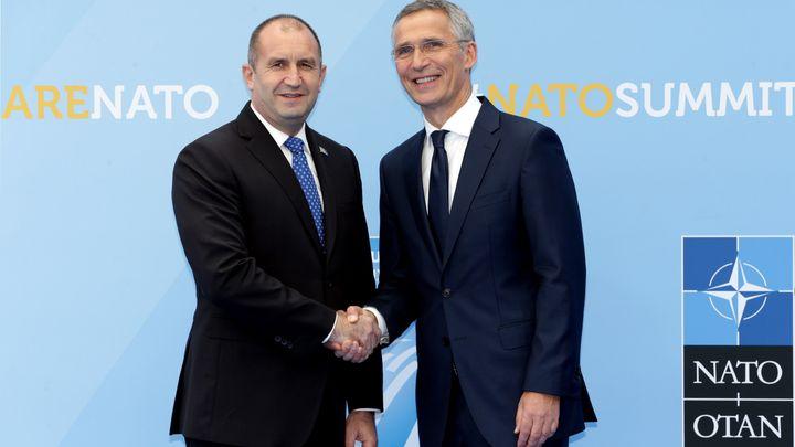 Президентът Румен Радев и генералният секретар на НАТО Йенс Столтенберг на срещата на върха на алианса в Брюксел.
