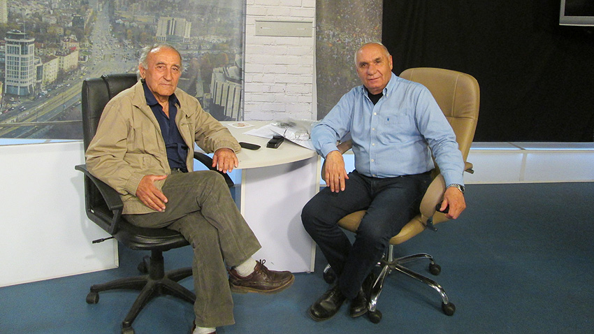 Проф. Стефан Станев (вляво) и Симеон Идакиев.