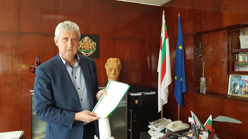 Кметът на Мездра Генади Събков подписа договор за финансиране на ремонтните дейности.