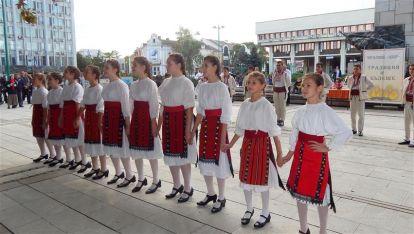 Школа по народни танци