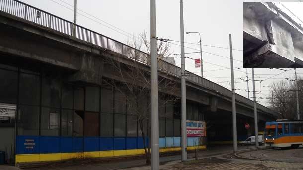 Мостът над Захарна фабрика откога чака реконструкция, догодина идва и неговия ред. Може би...