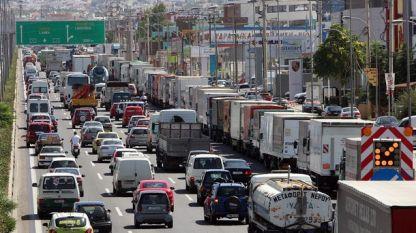 В сила са завишени мерки по контрол на пътния трафик в Гърция, която отбелязва националния си празник в понеделник.