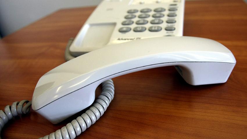 Схемата е до болка позната и започва с обаждане по стационарния телефон