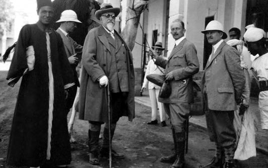 Le tsar Ferdinand Ier et Dr. Ivan Boureche, directeur du musée, Egypte 1929