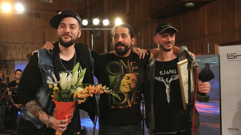 """През 2017 г. победител в конкурса """"Пролет"""" стана песента """"Невъзможните неща"""" на """"Сленг""""."""