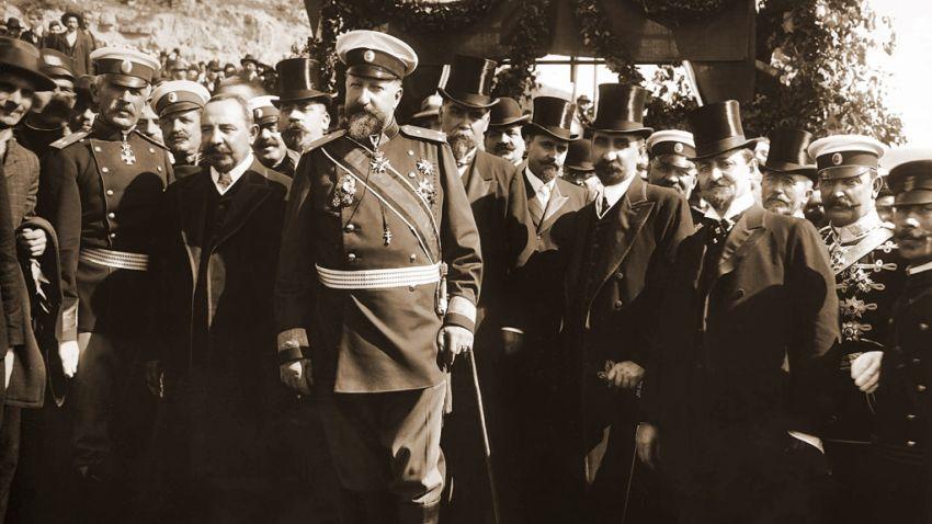 Княз Фердинанд I, премиерът Александър Малинов, министри, офицери и други официални лица при обявяването на независимостта на България на 22 септември 1908 година във Велико Търново