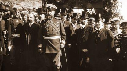 Княз Фердинанд I, премиерът Александър Малинов, министри, офицери и други официални лица при обявяването на независимостта на България на 22 септември 1908 година във Велико Търново.