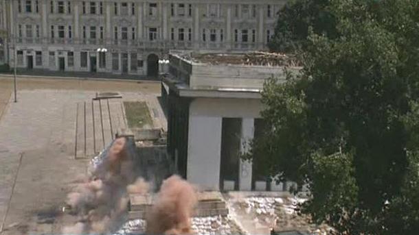 Момент сноса здания Мавзолея Георги Димитрова