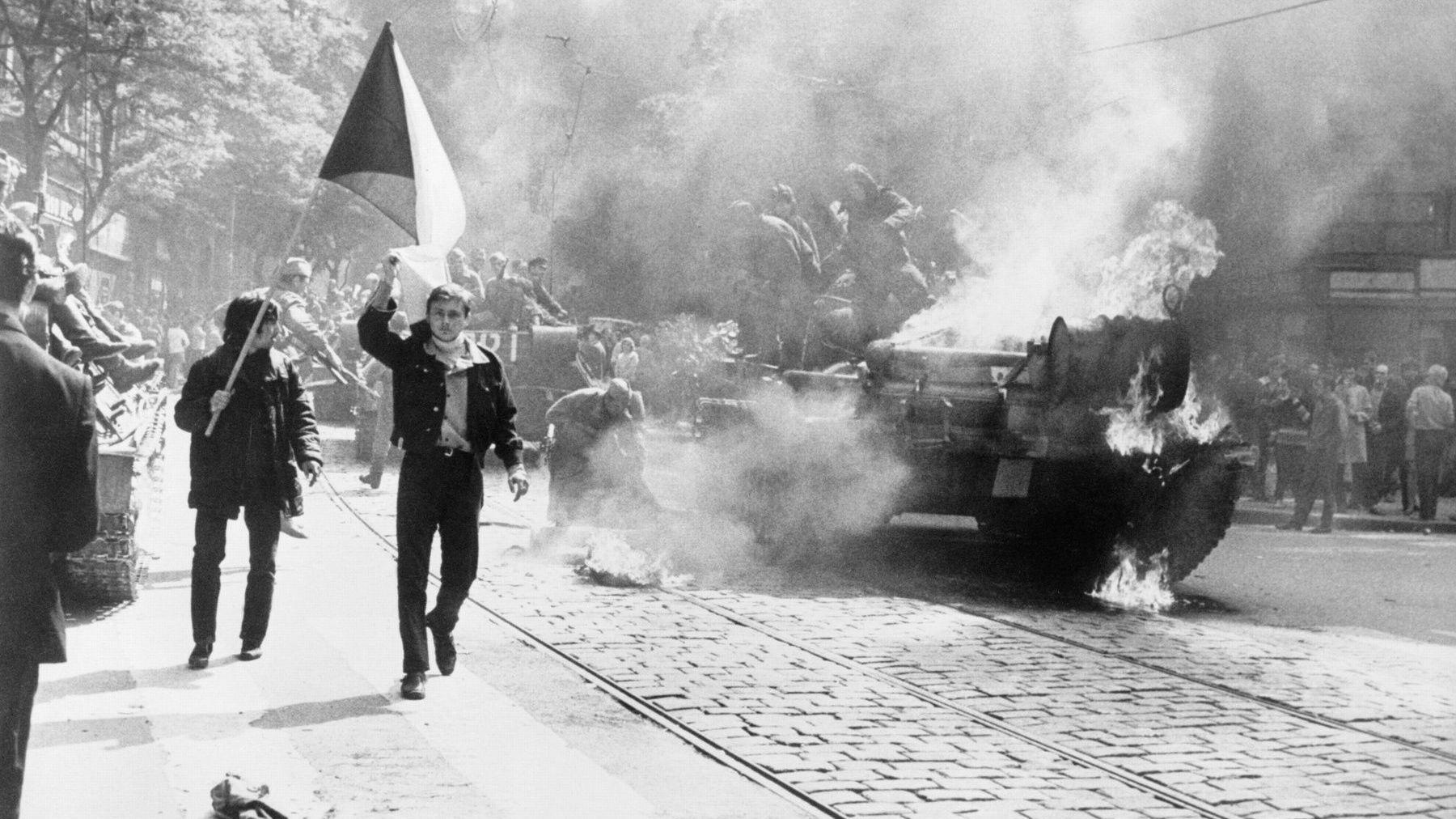 Преди 50 години снимки от Прага обикалят света - 100