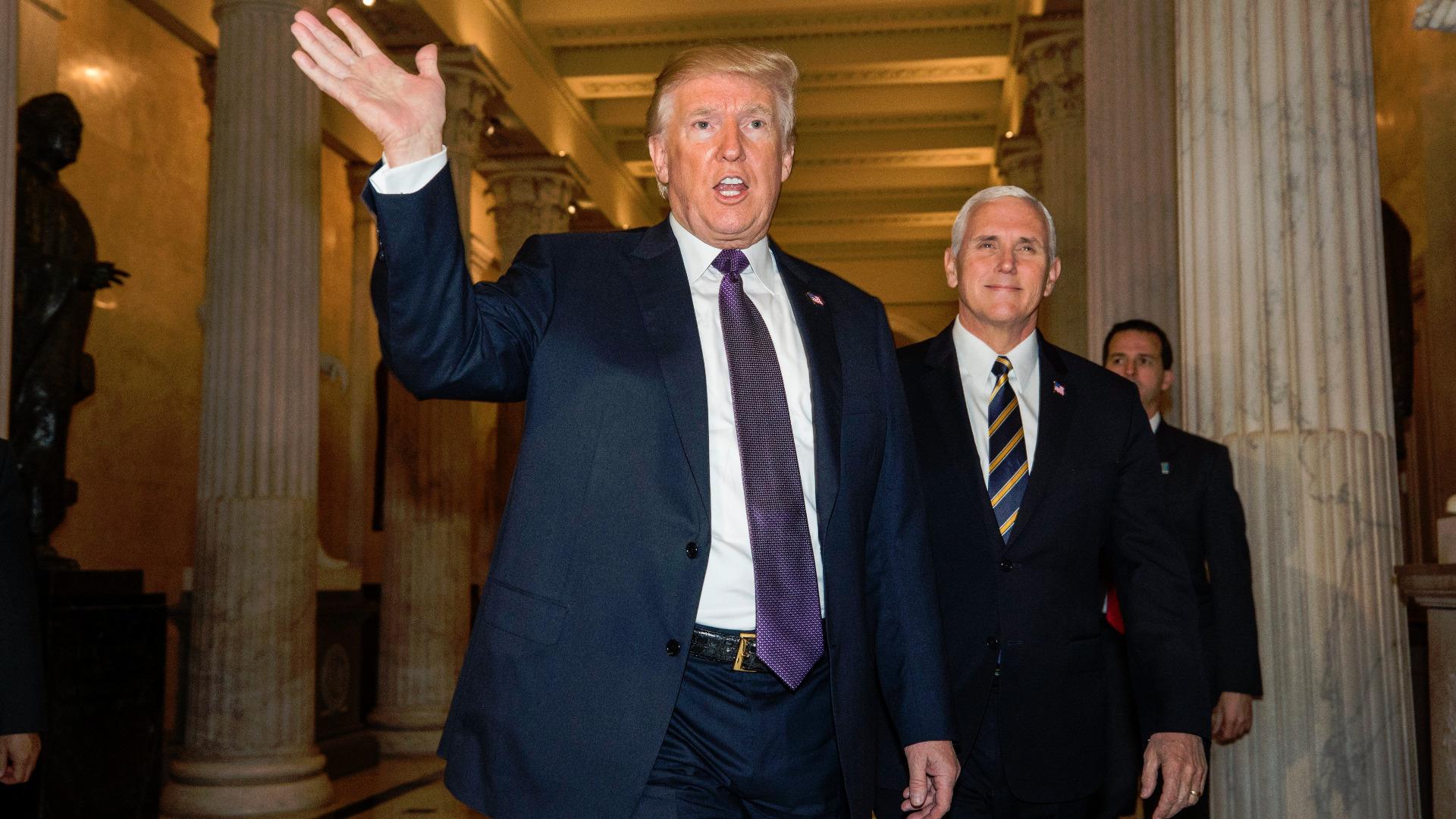 Доналд Тръмп и Майк Пенс