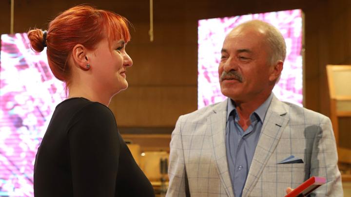 Рут Колева получава голямата награда от програмния директор на БНР Мартин Минков.