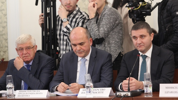 Left to right: The ministers of health, social policy and finance - Kiril Ananiev, Biser Petkov and Vladislav Goranov