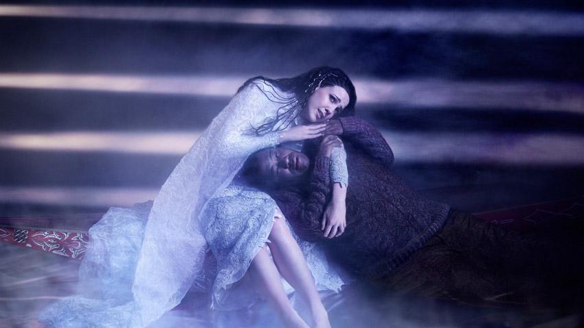 Тамара Мъмфорд и Ерик Оуенс в сцена от операта.