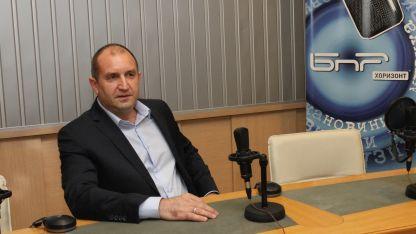 Румен Радев в студиото на БНР