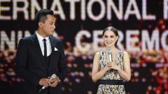 Китайският актьор Лиу Йе и холивудската актриса Натали Портман на откриването на кинофестивала в Пекин