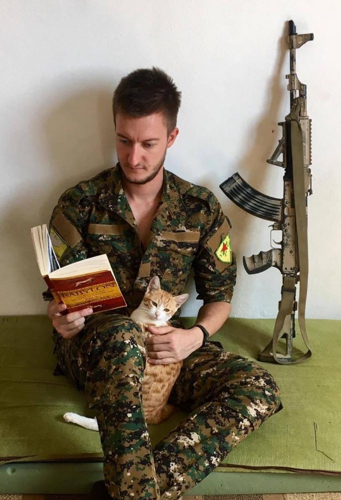 В допълнение към военното обучение, по време на престоя им в базата чуждестранните доброволци научили кюрдски език и историята на района, в който са били