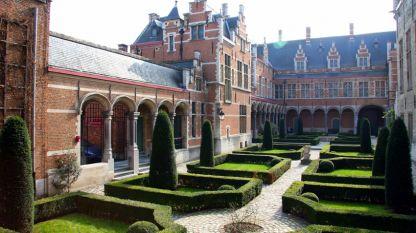 Градината на Савойския дворец.