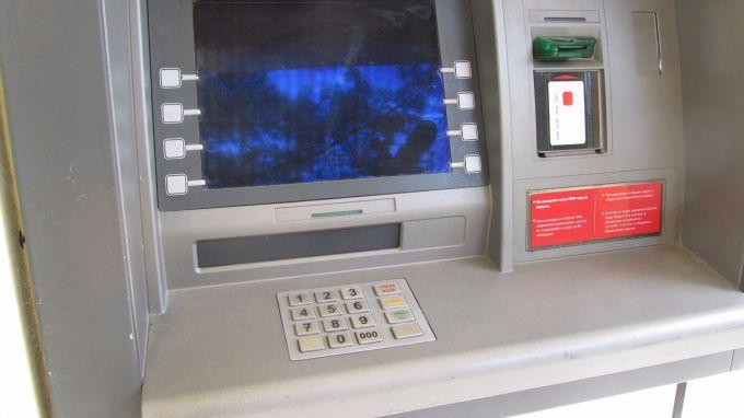 Сериозно покачване на банковите такси се отчита за последната година.