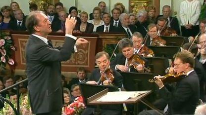 Николаус Харнонкурт дирижира Виенската филхармония